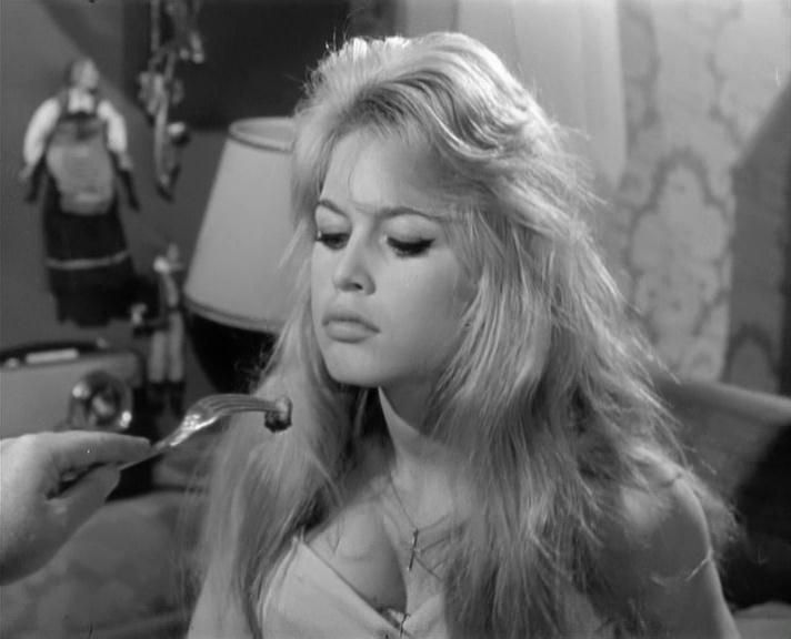 Фільм «У разі нещастя» (1958): Бріжіт Бардо 712x576