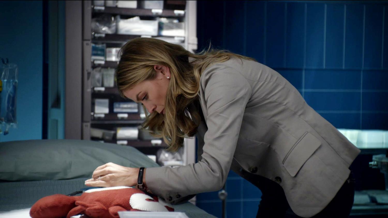Серіал «Проблиски майбутнього» (2009 – 2010): Соня Волґер 1 сезон, 2 епізод — «Игра в открытую» (White to Play) 1500x844