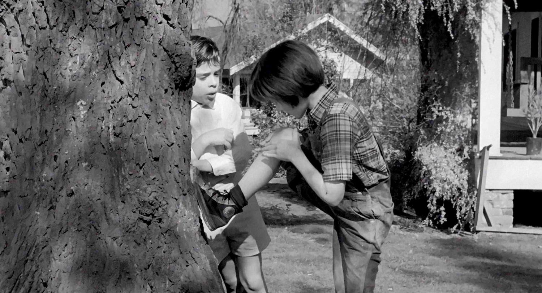 Фильм «Убить пересмешника» (1962): Мэри Бэдам, Джон Меджна 1500x813
