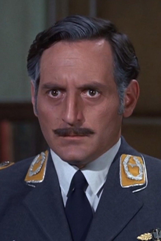 Серіал «Герої Гоґана» (1965 – 1971): Ноам Питлик 5 сезон, 21 епізод — «Standing Room Only» 960x1440