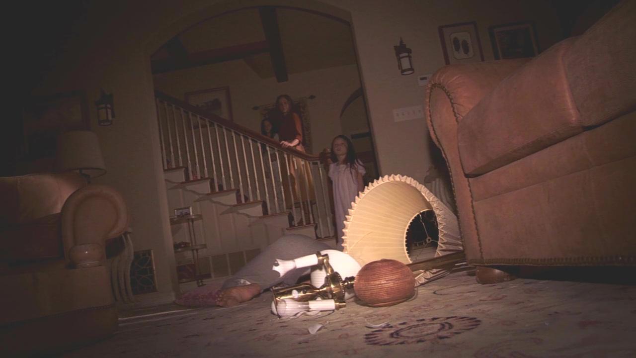 Фільм «Паранормальне явище 3» (2011): Халлі Фут, Джессіка Тайлер Браун, Кристофер Николас Смит, Хлоя Ксенджері 1280x720