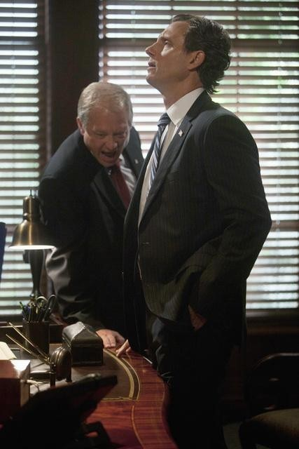 Серіал «Скандал» (2012 – 2018): Тоні Голдуїн, Джефф Перрі 1 сезон, 3 епізод — «В аду нет ярости» (Hell Hath No Fury) 427x640
