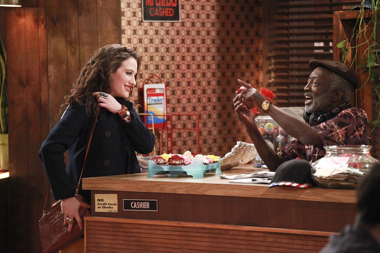 Сериал «Две девицы на мели» (2011 – 2017): Кэт Деннингс, Гаррет Моррис 1 сезон, 1 эпизод — «And How They Met» 1500x1000