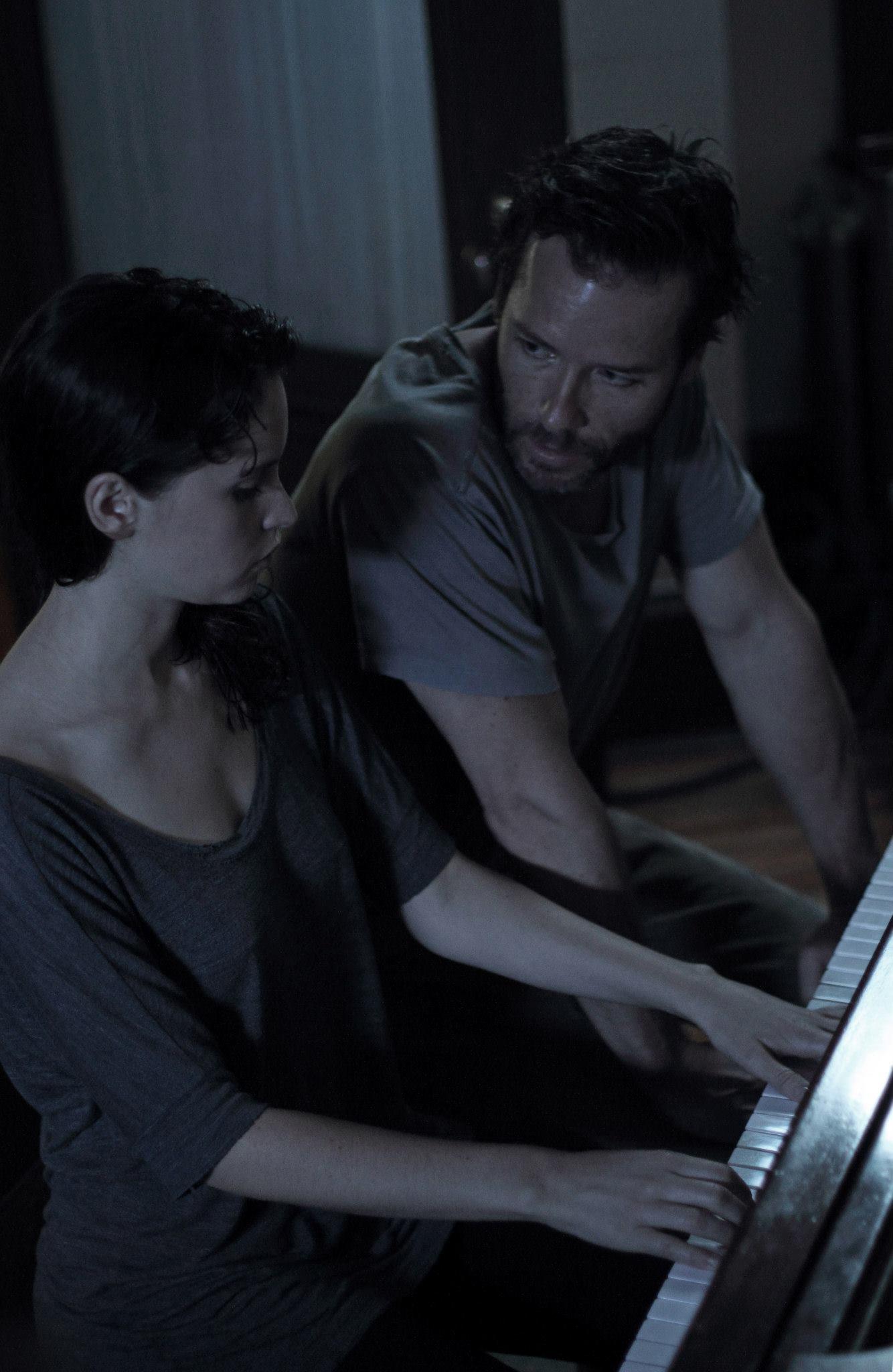 Фильм «Полной грудью» (2013): Фелисити Джонс, Гай Пирс 1334x2048