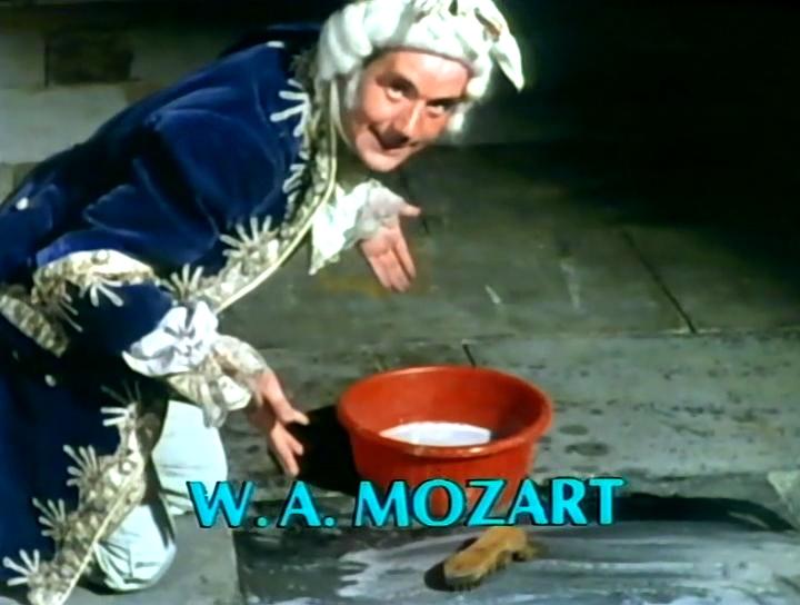 Серіал «Монті Пайтон: Літаючий цирк» (1969 – 1974): Майкл Пелін 2 сезон, 8 епізод — «Archaeology Today» 720x544