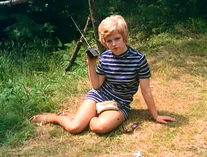 Серіал «Монті Пайтон: Літаючий цирк» (1969 – 1974): 1 сезон, 3 епізод — «Как распознать вид дерева с довольно-таки далёкого расстояния» (How to Recognise Different Types of Trees From Quite a Long Way Away) 720x544