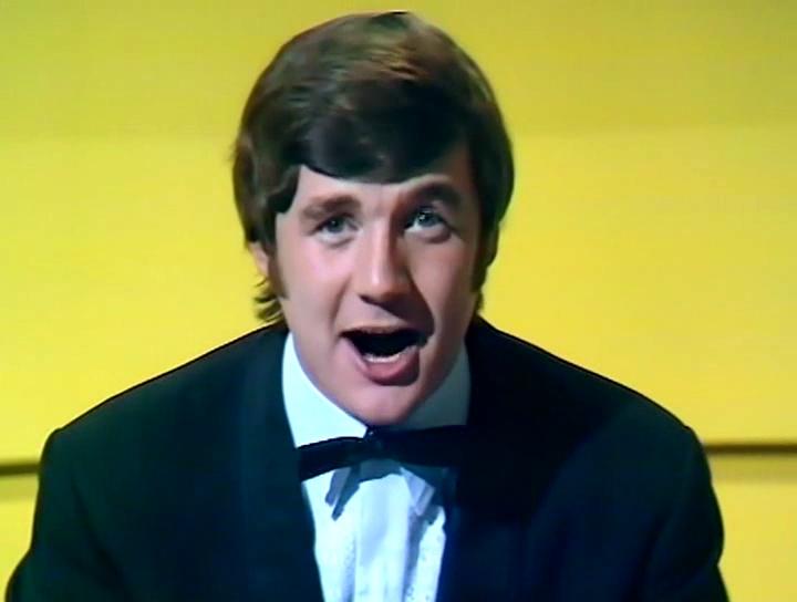 Серіал «Монті Пайтон: Літаючий цирк» (1969 – 1974): Майкл Пелін 1 сезон, 11 епізод — «Королевский филармонический оркестр идёт в ванну» (The Royal Philharmonic Orchestra Goes to the Bathroom) 720x544