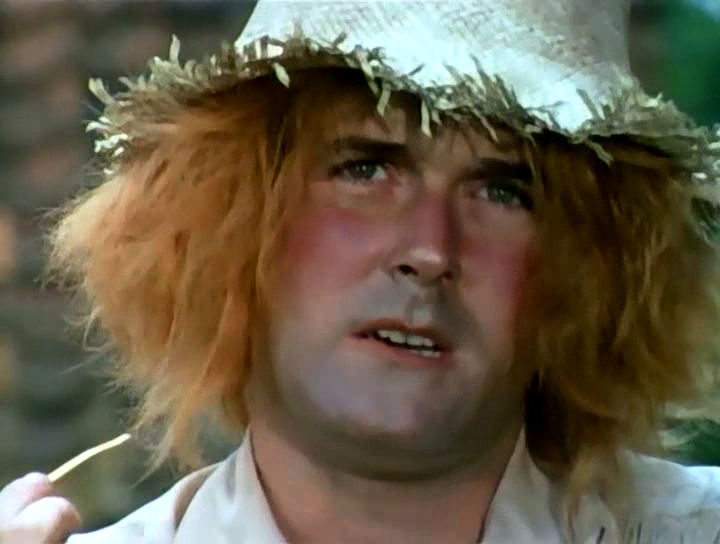 Серіал «Монті Пайтон: Літаючий цирк» (1969 – 1974): Джон Кліз 2 сезон, 7 епізод — «The Attila the Hun Show» 720x544