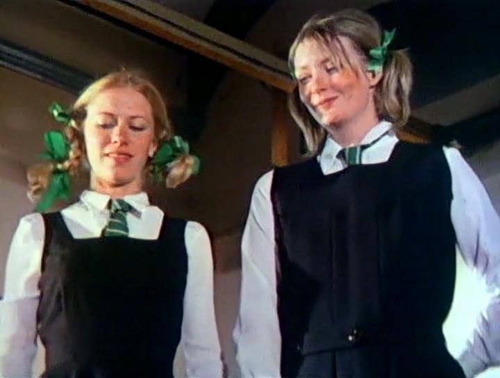 Серіал «Монті Пайтон: Літаючий цирк» (1969 – 1974): Лін Ешлі, Конні Бут 2 сезон, 5 епізод — «Live from the Grill-o-Mat» 720x544