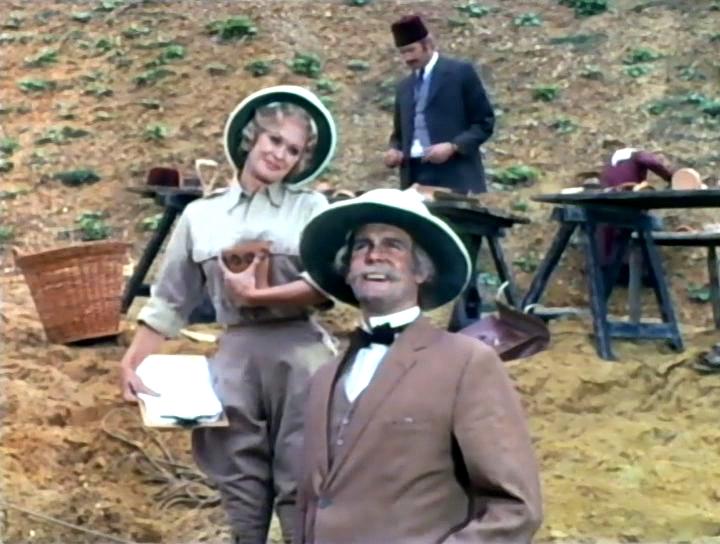 Серіал «Монті Пайтон: Літаючий цирк» (1969 – 1974): Джон Кліз, Керол Клівленд 2 сезон, 8 епізод — «Archaeology Today» 720x544
