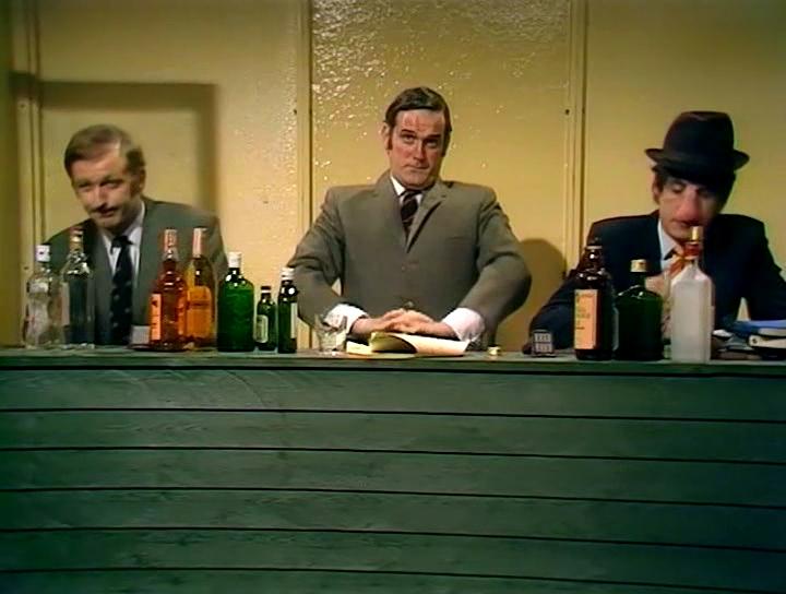 Серіал «Монті Пайтон: Літаючий цирк» (1969 – 1974): Ґрехем Чепмен, Ерік Айдл, Джон Кліз 2 сезон, 7 епізод — «The Attila the Hun Show» 720x544