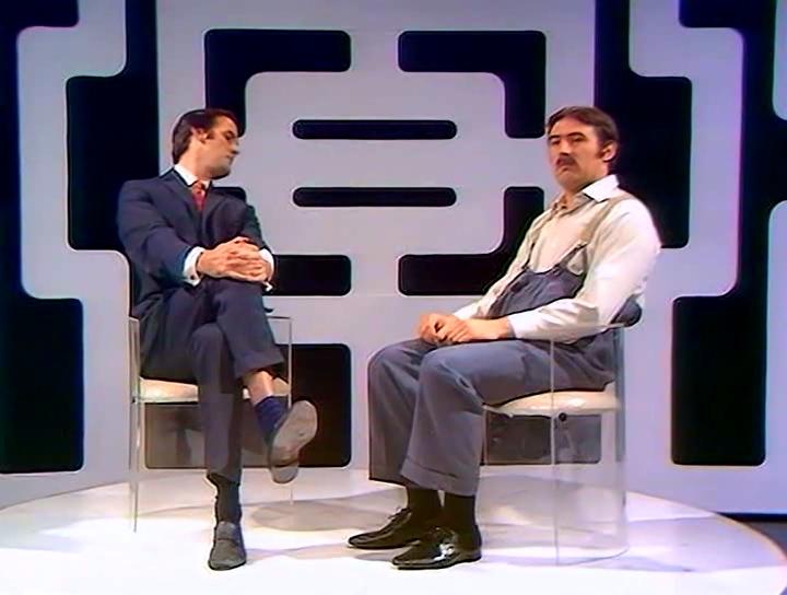 Серіал «Монті Пайтон: Літаючий цирк» (1969 – 1974): Террі Джонс, Джон Кліз 1 сезон, 2 епізод — «Секс и насилие» (Sex and Violence) 720x544