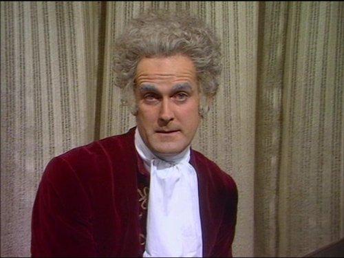Серіал «Монті Пайтон: Літаючий цирк» (1969 – 1974): Джон Кліз 1 сезон, 1 епізод — «Куда, Канада?» (Whither Canada?) 500x375