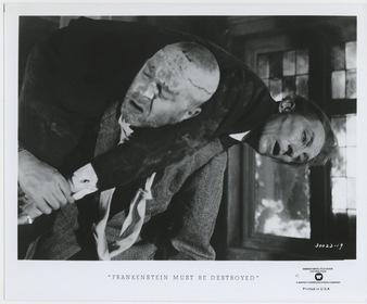 «Франкенштейн должен быть уничтожен» — кадри