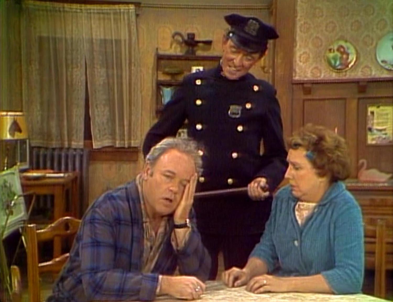 Серіал «Справи сімейні» (1971 – 1979): Сенді Кеніон, Джин Степлтон, Керрол О'коннор 1 сезон, 10 епізод — «Archie is Worried About His Job» 1500x1150