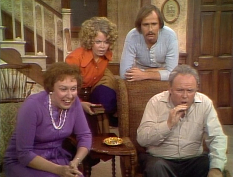 Серіал «Справи сімейні» (1971 – 1979): Джин Степлтон, Роб Рейнер, Сэлли Стразерс, Керрол О'коннор 1 сезон, 9 епізод — «Edith Has Jury Duty» 1500x1143