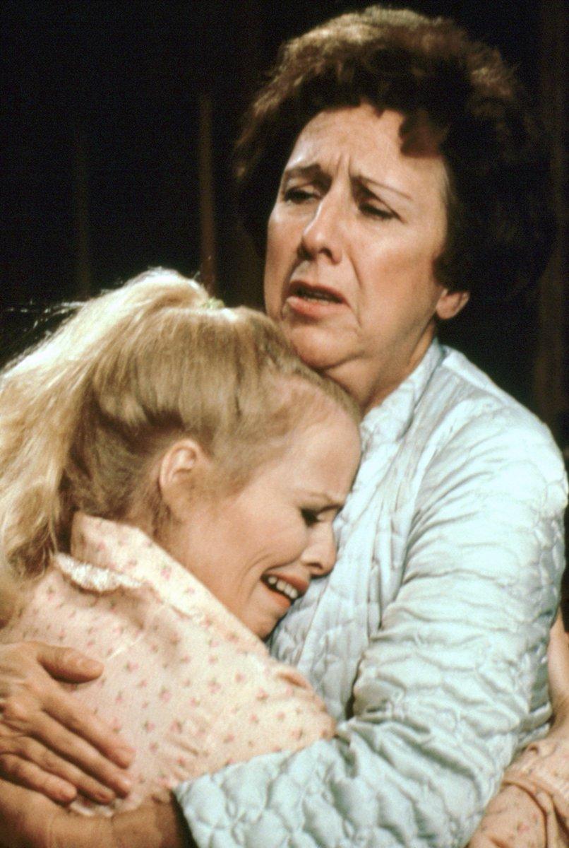 Серіал «Справи сімейні» (1971 – 1979): 3 сезон, 23 епізод — «Gloria, the Victim» 806x1200