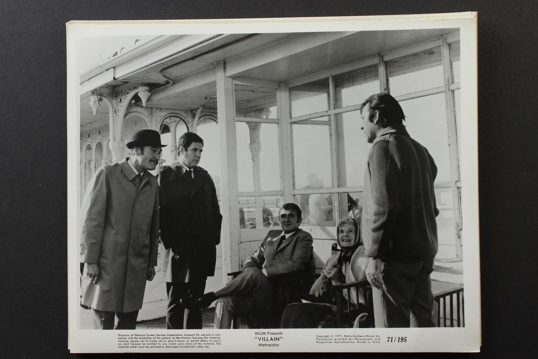 Фільм «Злодей» (1971): Тоні Шелбі, Річард Бартон, Колін Велланд, Найджел Девенпорт, Кетлін Несбіт 1500x1000