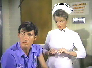 Серіал «Критическое положение!» (1972 – 1979): Джулі Лондон, Рендольф Ментут 2 сезон, 8 епізод — «Trainee» 319x237