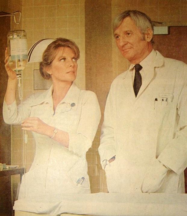 Серіал «Критическое положение!» (1972 – 1979): Джулі Лондон, Боббі Труп 621x716