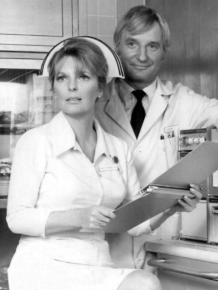 Серіал «Критическое положение!» (1972 – 1979): Боббі Труп, Джулі Лондон 695x927