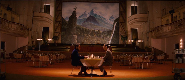 Фільм «Готель «Гранд Будапешт»» (2014): Джуд Лоу, Фарід Мюррей Абрагам 1500x653