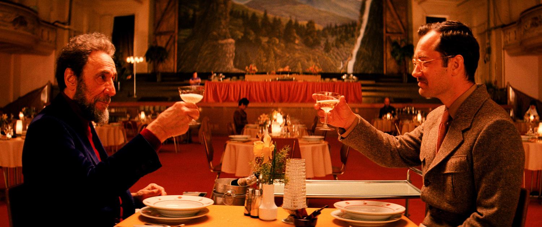 Фільм «Готель «Гранд Будапешт»» (2014): Джуд Лоу, Фарід Мюррей Абрагам 1500x628