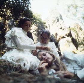 «Пікнік біля Висячої скелі» — кадри