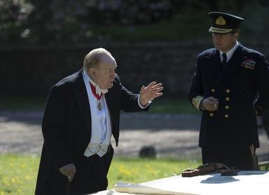«Черчилль» — кадри