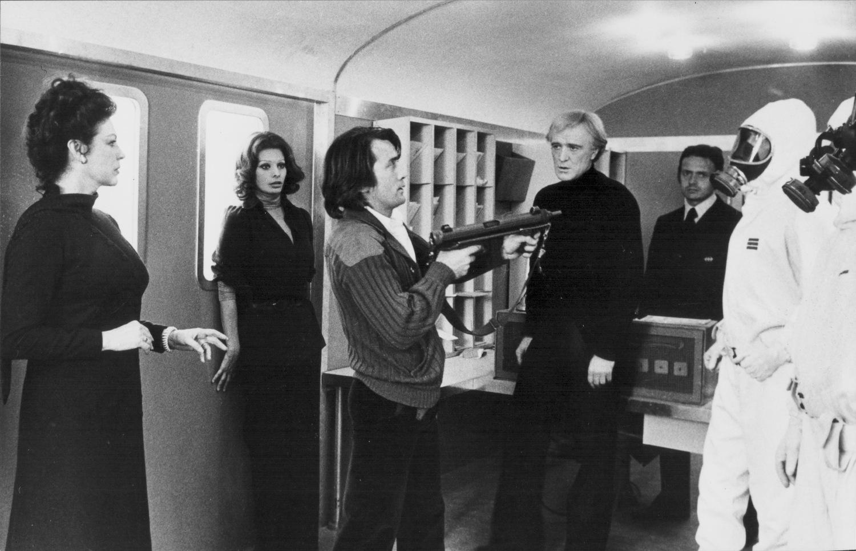 Фильм «Перевал Кассандры» (1976): Софи Лорен, Мартин Шин, Ава Гарднер, Ричард Харрис 1500x966
