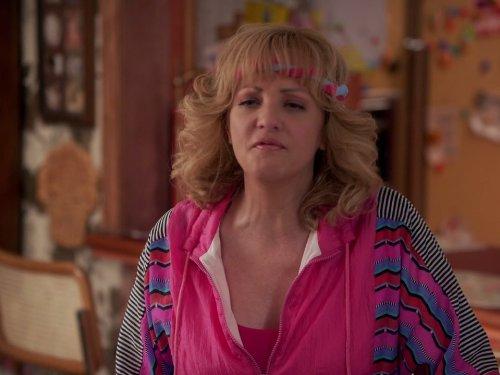 Сериал «Голдберги» (2013 – ...): Венди Маклендон-Кови 1 сезон, 8 эпизод — «The Kremps» 500x375