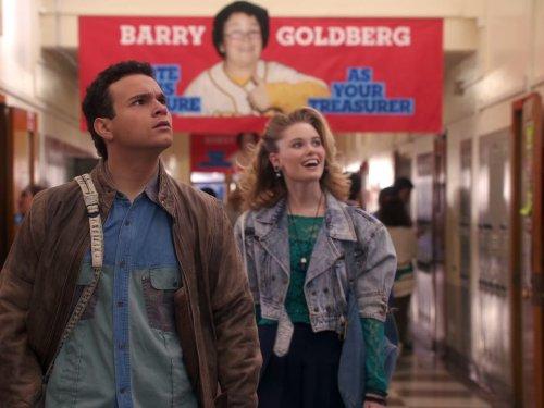 Сериал «Голдберги» (2013 – ...): Трой Джентиле, Вирджиния Гарднер 1 сезон, 13 эпизод — «The Other Smother» 500x375
