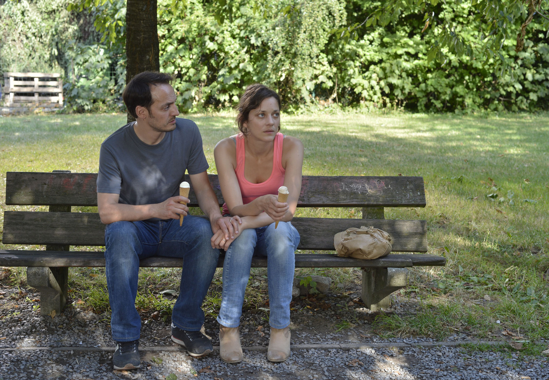 Фильм «Два дня, одна ночь» (2014): Фабрицио Ронджоне, Марион Котийяр 1500x1038