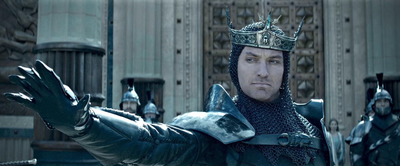 Фільм «Король Артур: Легенда меча» (2017): Джуд Лоу 1500x623