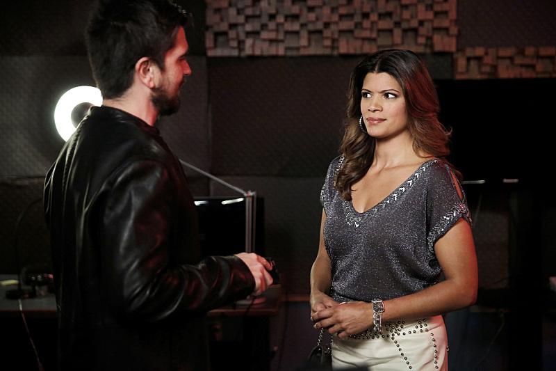 Серіал «Незаймана Джейн» (2014 – 2019): Андреа Наведо, Хуанес 1 сезон, 8 епізод — «Глава 8» (Chapter Eight) 800x533