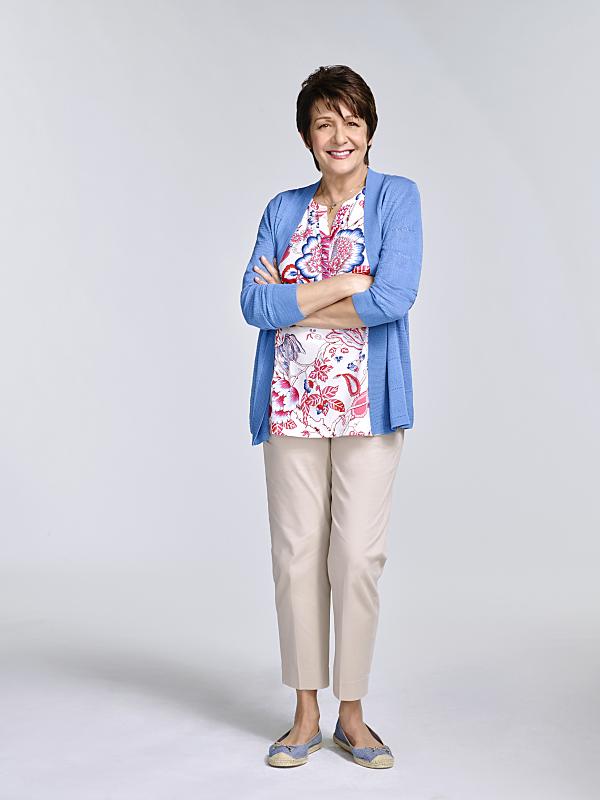 Серіал «Незаймана Джейн» (2014 – 2019): Івонн Колл 2 сезон, 1 епізод — «Глава 23» (Chapter Twenty-Three) 600x800