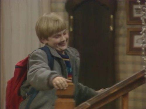 Серіал «Проблемы роста» (1985 – 1992): Джеремі Міллер 2 сезон, 13 епізод — «Some Enchanted Evening» 500x375