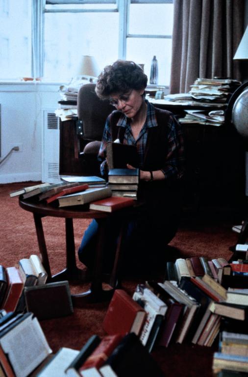 Фільм «Чаринг Кросс Роуд, 84» (1986): 506x768