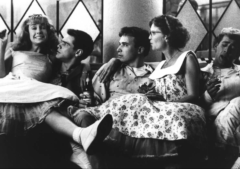 Фильм «Пегги Сью вышла замуж» (1986): Джим Керри, Джоан Аллен, Кэтрин Хикс, Николас Кейдж, Уил Шрайнер 1179x833