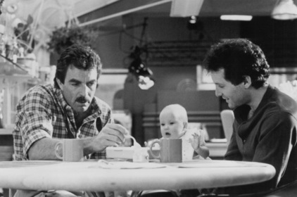 «Троє чоловіків і немовля» — кадри