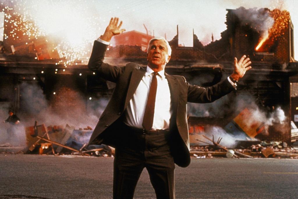 Фільм «Голий пістолет» (1988): Леслі Нільсен 1024x686