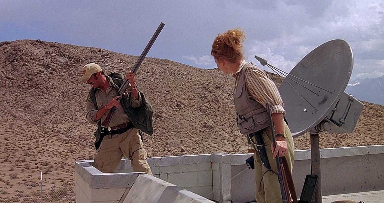 Фильм «Дрожь земли» (1989): Риба МакИнтайр, Майкл Гросс 1500x794