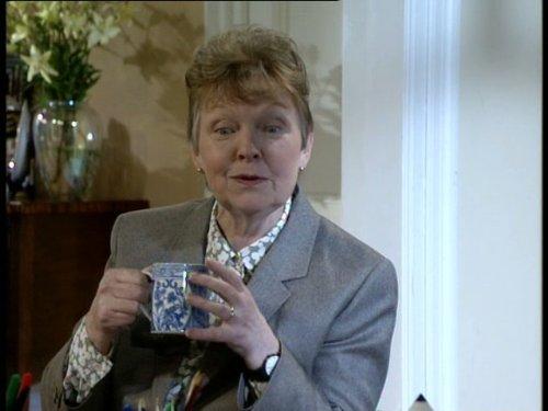 Серіал «Время идет» (1992 – 2005): Вів'єн Мартін 4 сезон, 3 епізод — «Getting Rid of Gwen» 500x375