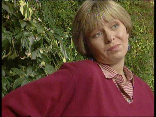 Серіал «Время идет» (1992 – 2005): Дженни Фаннелл 4 сезон, 1 епізод — «A House Full of Women» 500x375