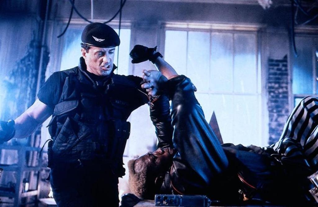 Фільм «Руйнівник» (1993): Сільвестер Сталлоне, Веслі Снайпс 1024x668