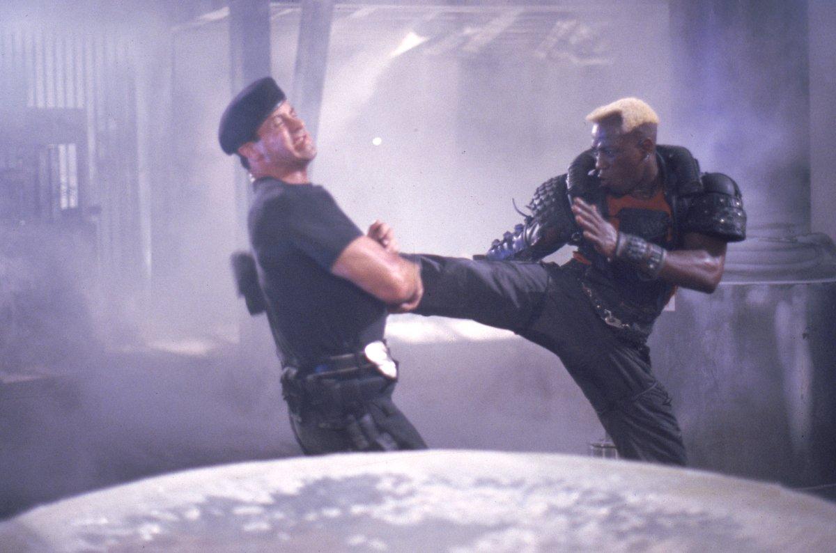 Фільм «Руйнівник» (1993): Сільвестер Сталлоне, Веслі Снайпс 1200x794