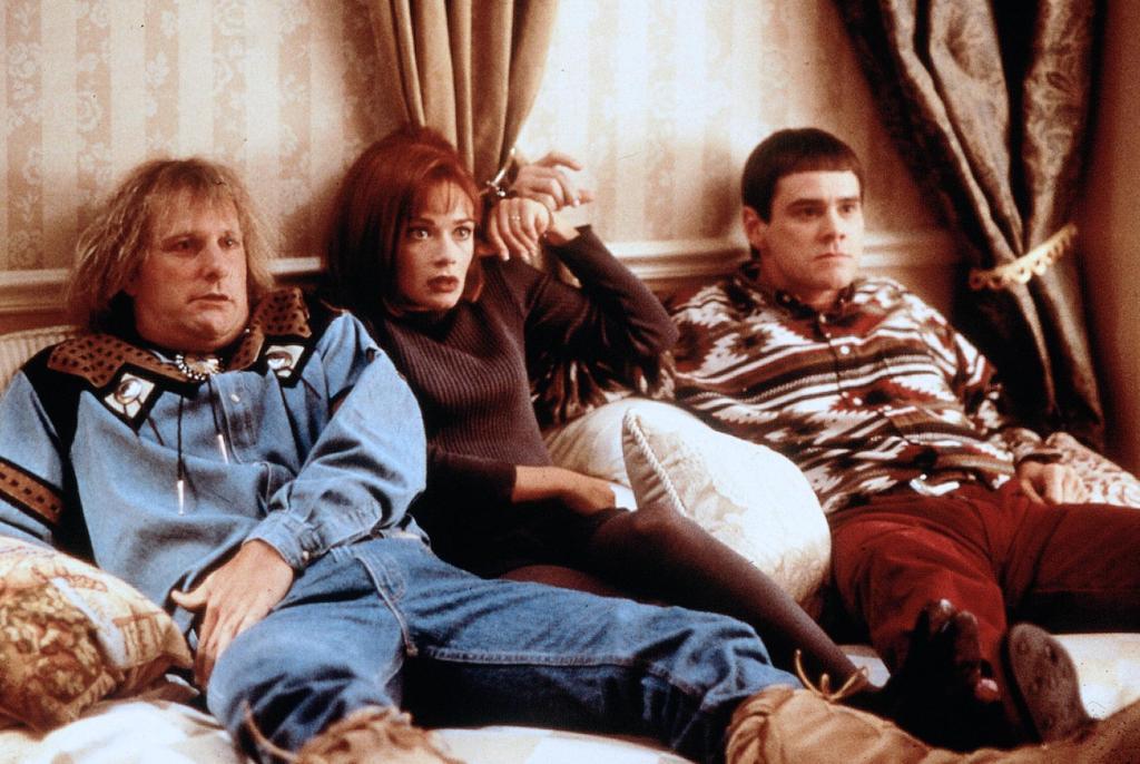 Фильм «Тупой и еще тупее» (1994): Джефф Дэниелс, Лорен Холли, Джим Керри 1024x686