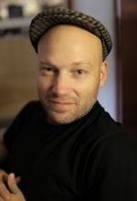 Саймон Клозе — Режиссёр «Пиратская бухта: В удалении от клавиатуры»