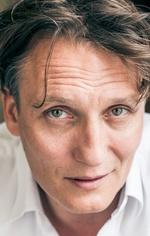 Оливер Мазуччи — Dr. Josef Bartok