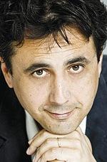 Дженнаро Нунцианте — Режиссёр «К черту на рога»
